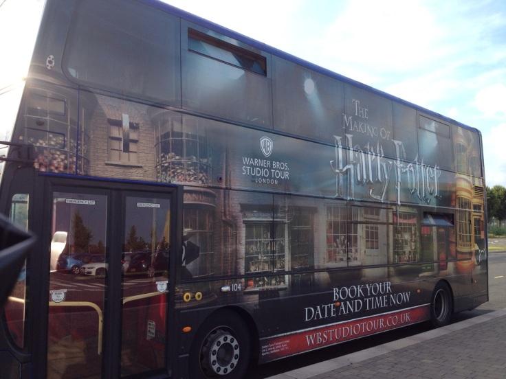 Bus spécial pour atteindre les studios